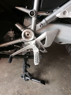 Lowered Foot Pegs, Silver Anodized with Sidetrax Tread, on BMW R1200RT 2014 Motorcycle